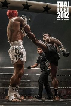 Awesome shot of Buakaw landing a high kick at Thai Fight 2012