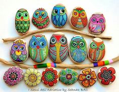 Pebble and Stone Crafts - Painted Owl Stones - DIY Ideas Using Rocks, Stones and Pebble Art - Mosaics, Craft Projects, Home Decor, Furniture and DIY Gifts You Can Make On A Budget Pebble Painting, Pebble Art, Stone Painting, Pebble Stone, Diy Painting, Bottle Painting, Pour Painting, Painting Tutorials, Stone Crafts