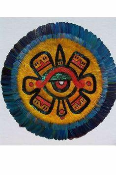Ollin / símbolo en chimalli de arte plumario