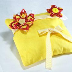 """Ringkissen """"Tulpe"""" www.yournique.de #yournique #Ringkissen #Ringschale #Kanzashi #Handmade #Hochzeit #Stoffblüte #Stoffblume"""