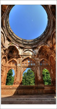 The Jami Masjid - India - wow, to pray and then look up at that beautiful sky, bliss India Architecture, Beautiful Architecture, Architecture Details, Beautiful World, Beautiful Places, Beautiful Sky, Maldives, Incredible India, Belle Photo