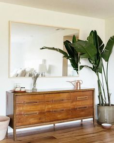 Home Interior Living Room modern foyer design with console table and large mirror console table decor mo. Interior Living Room modern foyer design with console table and large mirror console table decor mo. Modern Foyer, Modern Bedroom Design, Modern Decor, Contemporary Bedroom, Modern Table, Midcentury Modern Living Room, Modern Bedrooms, Modern Coastal, Modern Boho