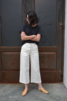 As much as we hate to admit it, summer is officially over. As we're mourning the loss of sunny Saturdays … Wide Pants Outfit, Summer Pants Outfits, Casual Outfits, Cute Outfits, Fashion Outfits, Minimal Outfit, Minimal Fashion, Jeans Marron, Mode Ootd
