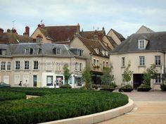 Chartres : Place Châtelet et maisons de la ville