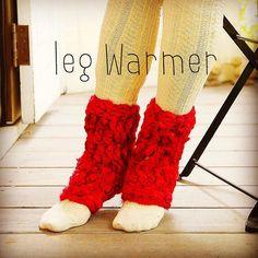 ダイソーあみものブックシリーズ9 「はじめての かぎ針あみ」から 『ウールスラブのお部屋ばきウォーマー』 . 太めの毛糸&長々編みで簡単あったかレッグウォーマーの出来上がり! 太さの違うスラブヤーンだから個性的な仕上がりに。  Warm leg warmers will rain easily. . #fashionable #recipe #style #cute #fashionlover #love #simple #color #kids #instagood #follow #photo #daiso #knit #stick #book #crochet #japan #編み物 #ダイソー #100均 #毛糸 #ハンドメイド #手編み #本 #可愛い #レッグウォーマー #かんたん #あみもの部 #あったかい