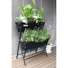 スペースがなくて悩んでいる方におすすめのプランターです。土のない場所でも本格的なベランダガーデンや家庭菜園が可能に。独特のV字形状により、葉ものや根菜などの野菜が一緒に栽培できます。ガーデニング初心者にも取扱いが簡単で寄せ植えにも適した構造です。