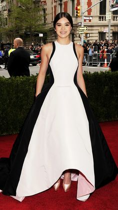 Hailee Steinfeld in Prabal Gurung sleeveless gown black and white floor length evening