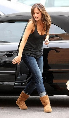 Minka Kelly Photos - Actress Minka Kelly is all smiles on the set of 'The Roommate', shooting in downtown Los Angeles.Kelly stopped to pick up some poop from her dog. - Minka Kelly On The Set Of 'The Roommate' Latest Celebrity Gossip, Celebrity Style, Celebrity Beauty, Fade Styles, Long Hair Styles, Minka Kelly Style, Casual Outfits, Cute Outfits, Cute Celebrities