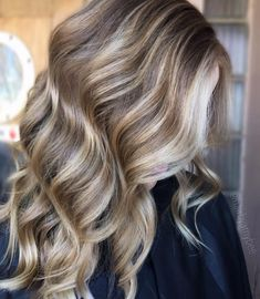 Light brown hair with blonde highlights. picture of blonde highlights on light brown hair Golden Brown Hair, Ash Brown Hair, Light Brown Hair, Light Hair, Brown Hair Colors, Dark Brown, Dark Ash, Blonde Foils, Brown Hair With Blonde Highlights