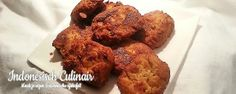 Ento-Ento - Gefrituurde tempehballetjes met pindasaus - Fried tempeh balls with peanut sauce