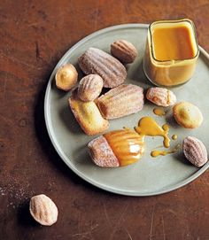 Cinnamon Madeleines with Spiced Caramel Sauce. James Martin's classic French madeleine recipe is light-as-a-feather. Served with the spiced caramel sauce, they work wonderfully as a dinner party dessert. Dinner Party Desserts, No Bake Desserts, Just Desserts, Dessert Recipes, Picnic Recipes, Picnic Ideas, Picnic Foods, Tea Cakes, Pavlova