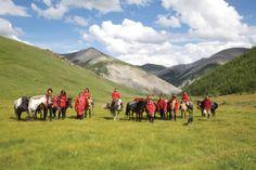 Voyager avec mes 9 enfants... en Mongolie! © Michèle Leclerc *Saison 2014-2015* Road Trip, Family Travel, Mountains, Nature, Leclerc, Star, Family Vacations, Big Family, Mongolia