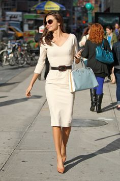 Miranda Kerr took a stylish walk to Vogue's NYC offices yesterday clutching her baby-blue Prada bag. She covered up in a curve-hugging Victoria Beckham dress Casual Chic, Timeless Fashion, Fashion Beauty, Womens Fashion, White Fitted Dress, Prada Handbags, Prada Bag, Work Chic, Miranda Kerr