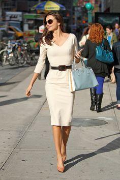 Miranda Kerr took a stylish walk to Vogue's NYC offices yesterday clutching her baby-blue Prada bag. She covered up in a curve-hugging Victoria Beckham dress Casual Chic, Prada Handbags, Prada Bag, Work Chic, Fashion Beauty, Womens Fashion, Miranda Kerr, Pretty Dresses, Cute Outfits