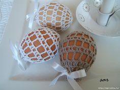 обвязка крючком Op deze site diverse haakpatroontjes voor het versieren van eieren. Met patroontjes en de techniek om gebruik te maken van suikerwater.