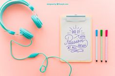 Clipboard, headphones and pens Free Psd