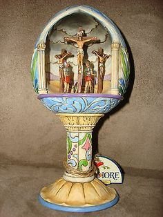 2008 Jim Shore Heartwood Collection Easter Egg Diorama Crucifixion.