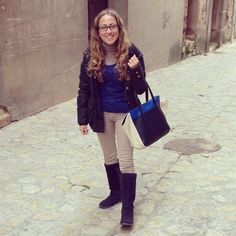 Ya que hoy no hay inglés nos vamos a tomar un café... #ideassoneventos #imagenpersonal #imagen #moda #ropa #looks #vestir #wearingtoday #hoyllevo #fashion #outfit #ootd #style #tendencias #fashionblogger #personalshopper #blogger #me #lookoftheday #streetstyle #outfitofday #blogsdemoda #instafashion #instastyle #currentlywearing #clothes #casuallook #botasplanas #azul #beige