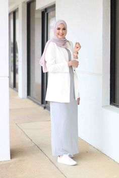 However, here we have few different colors like bright, pastel, natural and other. And also guidance and tutorial to make hijab you can find here. Modest Fashion Hijab, Stylish Hijab, Casual Hijab Outfit, Hijab Chic, Hijab Dress, Abaya Fashion, Fashion Outfits, Maxi Dresses, Hijab Office
