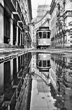 Mirror of Lisbon! - Paisagem Urbana/Mirror of Lisbon! - - Mirror of Lisbon! – Paisagem Urbana/Mirror of Lisbon! Black And White Picture Wall, Photo Black, Black And White Pictures, Monochrome Photography, Black And White Photography, Photo Portugal, Lisbon Portugal, London Street Photography, Reflection Photography