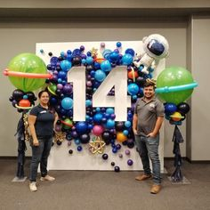 Modern decoration: 60 ideas of diverse environments with modern style - Home Fashion Trend Balloon Decorations, Birthday Party Decorations, Birthday Parties, Balloon Backdrop, Balloon Ideas, Deco Ballon, Outer Space Party, Festa Toy Story, Baby Party