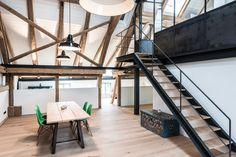 Bauernhaus & Scheune - Büro Philipp Möller - DE - wow super restaurierter dachboden. Schön freigelegte balken. Auch die kombination mit dem stahl