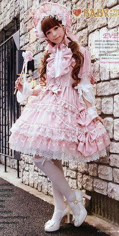 Hime or Princess Lolita - perfect look for a sissy gurl Estilo Harajuku, Harajuku Mode, Harajuku Fashion, Kawaii Fashion, Pink Fashion, Cute Fashion, Asian Fashion, Fashion Photo, Estilo Lolita