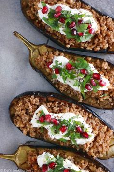 Quinoa Stuffed Eggplant with Mint Yogurt Sauce. Quinoa stuffed eggplant with quinoa-nut crumble and topped with a mint yogurt sauce is a simple healthy dish and favorite summer weeknight meal. Naturally gluten-free, it is full of goodness and flavor. Yogurt Recipes, Veggie Recipes, Mexican Food Recipes, Sin Gluten, Mint Yogurt Sauce, A Food, Food And Drink, Roast Eggplant, Stuffed Eggplant