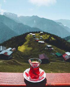 In Turkey, you always start the day the same way. Turkish Apple Tea, Persian Decor, K98, Autumn Coffee, Start The Day, Flowers Nature, Coffee Art, Beautiful Children, Drinking Tea