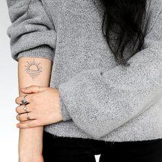 Armbeugen Tattoos, Neue Tattoos, Tattoos Skull, Dainty Tattoos, Foot Tattoos, Small Tattoos, Sleeve Tattoos, Gemini Tattoos, Letter Tattoos