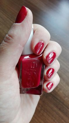 Essie gel couture - Drop the gown