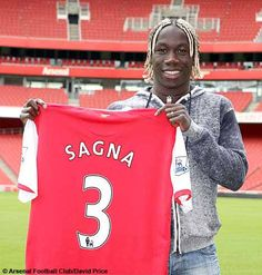 Bakary Sagna David Price, Arsenal Football, Soccer Players, My Favorite Things, Sports, Fashion, Football Players, Hs Sports, Moda
