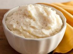 Creamy Garlic Mashed Potatoes : Simmering fresh garlic in half-and-half ensures that the cream gets the flavor of the garlic, without the bite. This gets added to cooked russet potatoes for the creamiest, most flavorful mashed dish ever. via Food Network Creamy Garlic Mashed Potatoes, Mashed Potato Recipes, Russet Potatoes, Cook Potatoes, Whipped Potatoes, Parmesan Potatoes, Potato Cakes, Baked Potatoes, Sweet Potato Side Dish