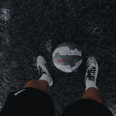 Soccer Boys, Play Soccer, Soccer Photography, Even When It Hurts, Soccer Pictures, Professional Soccer, Bad Boy Aesthetic, Nike Air Force Ones, Soccer Training