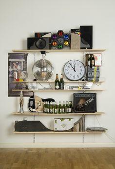 Vanitas: Skull Bookshelves Formed with Everyday Items (James Hopkins). click through for more in the series. Vanitas, Skull Decor, Skull Art, Casa Rock, Architecture Cool, Art Et Design, Skull Design, Sweet Home, Decoration Inspiration