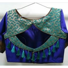 Collection of fancy and simple Back Side Blouse Designs for special occasions like wedding party. Trending blouse back neck designs to pair with your saree, Saree Blouse Neck Designs, Simple Blouse Designs, Stylish Blouse Design, Sari Design, Designer Kurtis, Chiffon Saree, Sari Bluse, Blouse Designs Catalogue, Cashmere Pullover
