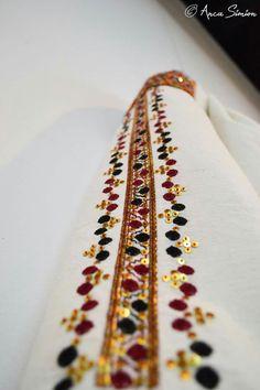 Peasant Blouse, Pakistani Dresses, Romania, Flora, Traditional, Shirts, Cross Stitch, Pakistani Gowns, Plants