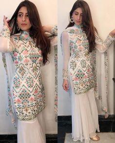 Party Wear Indian Dresses, Designer Party Wear Dresses, Indian Gowns Dresses, Dress Indian Style, Indian Fashion Dresses, Indian Designer Outfits, Pakistani Designer Clothes, Indian Formal Wear, Pakistani Dresses Party