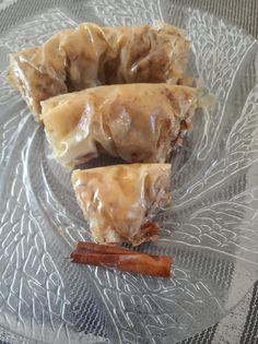 Πρωτότυπο σαραγλί με μελένια γεύση Greek Recipes, Pie, Meat, Desserts, Food, Torte, Tailgate Desserts, Cake, Deserts
