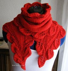 Best 12 Cleide Mellão'S 299 Media Conte - Diy Crafts - maallure Knitted Cape, Knitted Shawls, Diy Crafts Knitting, Lace Knitting Patterns, Crochet Leaves, How To Start Knitting, Lace Scarf, Shawls And Wraps, Knit Crochet