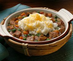 Enjoy a traditional Irish meal with this Classic Shepard's Pie.  More St. Patick's Day recipes: http://www.bhg.com/holidays/st-patricks-day/recipes/fresh-ideas-for-st-patricks-day-dinner/?socsrc=bhgpin031313shepardspie