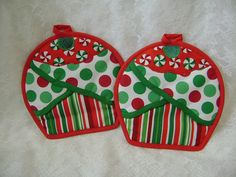 Christmas Cupcake Potholders,Holiday Potholders, Christmas Oven Mitts, Red and Green Hot Pads