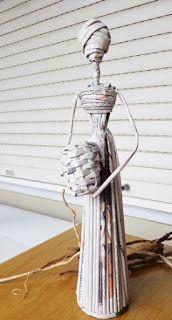 Cómo hacer unas lindas africanas reciclando papel periódico ~ lodijoella New Crafts, Diy And Crafts, Paper Dolls, Art Dolls, Recycled Paper Crafts, African Dolls, Africa Art, Newspaper Crafts, Paper Basket