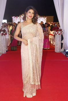 Read about how to wear a saree in different styles. Also, a few tips to tie a saree perfectly and learn different saree draping style to look perfect on all occasions.We start right from how to tie a saree to how to wear saree for a wedding! Priyanka Chopra Saree, Priyanka Chopra Wedding, Designer Sarees Wedding, Wedding Sari, Wedding Reception, Saree Draping Styles, Sexy Little Black Dresses, Red Lehenga, Indian Bollywood Actress