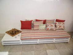 Classic Furniture Ideas with Pallet Wood Diy Pallet Sofa, Diy Sofa, Diy Pallet Furniture, Diy Pallet Projects, Recycled Furniture, Furniture Ideas, Diy Daybed, Classic Furniture, Wooden Diy