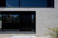 house + swimming pool VWB | afsnee: Minimalistisch Huizen door CAAN Architecten