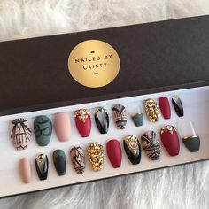 Custom set ready to be shipped ✨ For custom orders visit my Etsy shop and send me a message. I'll bring your ideas to life. ✨SHOP LINK IN BIO✨#pressonnails #customnails #pressons #fakenails #nails #nailpolish #stilettonails #coffinnails...