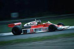 #11 James Hunt...Marlboro Team McLaren...McLaren M23...Motor Ford Cosworth DFV V8 3.0...GP Italia 1976