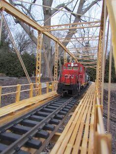 G-Scale Garden Train - the bridge that Bob built