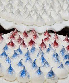 Eles Chegaram Com Tudo! Os Suspiros Gourmet Da Les Bisous São Lindos, Deliciosos e Exclusivos. Veja Como Inovar A Mesa De Doces Do Seu Casamento! Meringue Cookies, Yummy Cookies, Espumillas Recipe, Meringue Pavlova, Menu Dieta, Love Cake, Chocolate, Fun Desserts, Summer Recipes